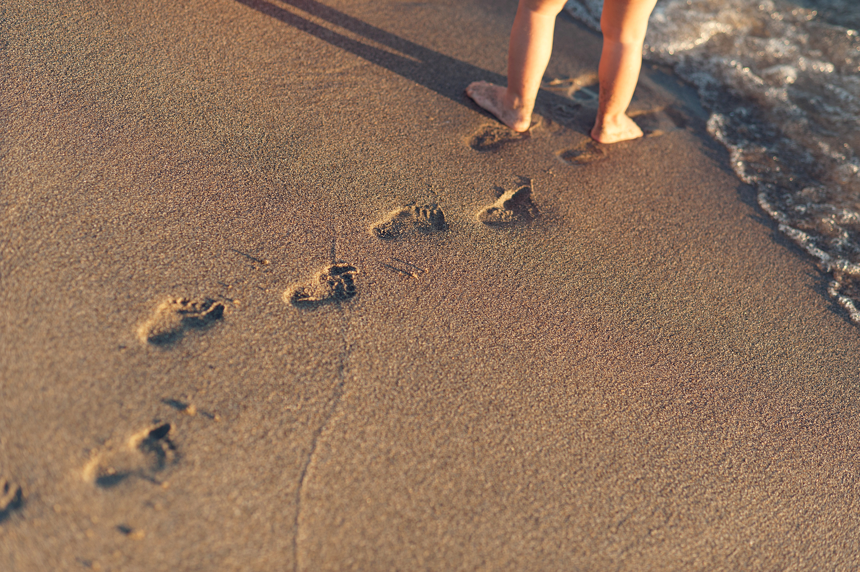 baby footprints in thesand